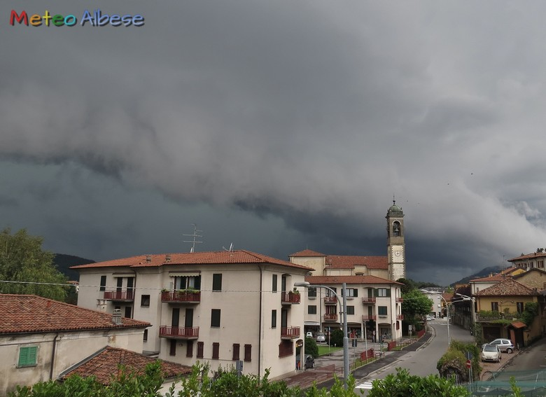 Shelf Cloud verso Como
